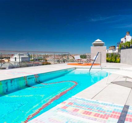 Piscina Hotel Aloft Madrid Gran Via
