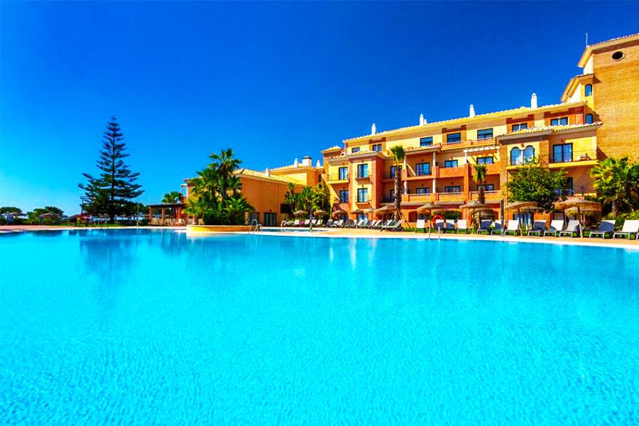 Piscina Hotel Barcelo Punta Umbria Mar