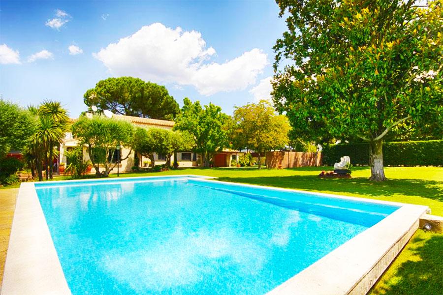 Hostal con piscina Girona El Porxo B&B