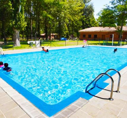 Hotel con piscina Burgos Camping Fuentes Blancas