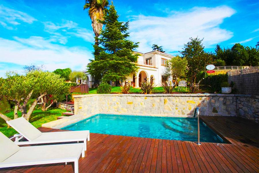 Hotel girona con piscina Montjuic Bed & Breakfast