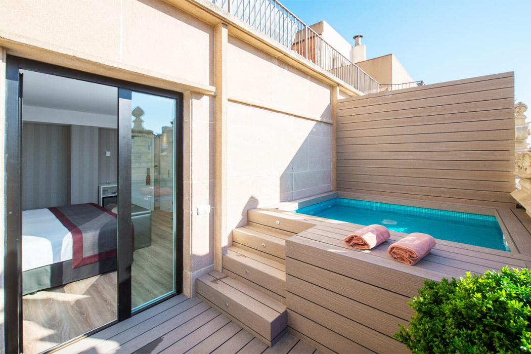 Catalonia Plaza Catalunya piscina privada habitacion