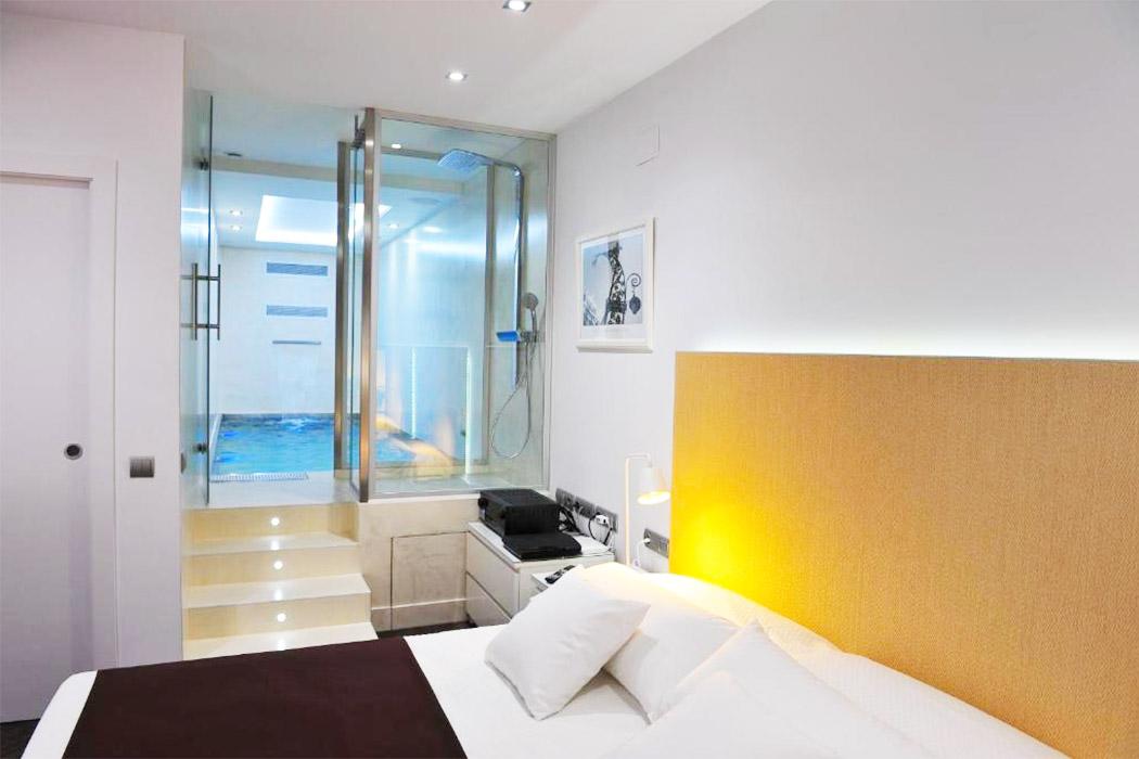 Gaudint Barcelona Suites piscina privada habitacion