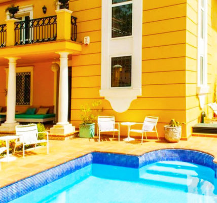 Piscina Hotel Boutique Villa Lorena by Charming Stay