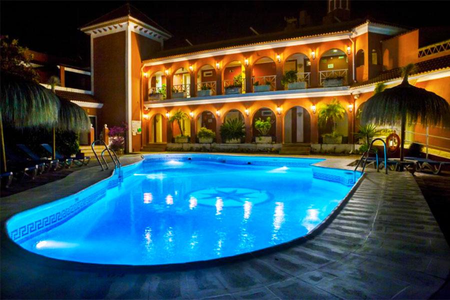 Piscina Hotel Los Arcos