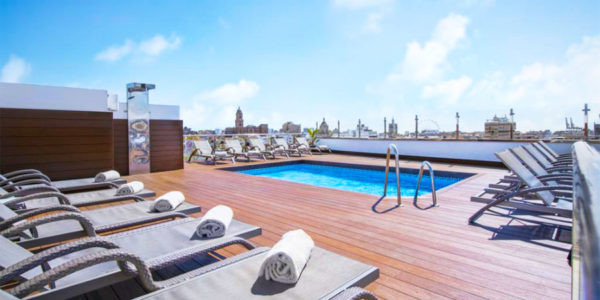 Piscina Salles Hotel Málaga Centro
